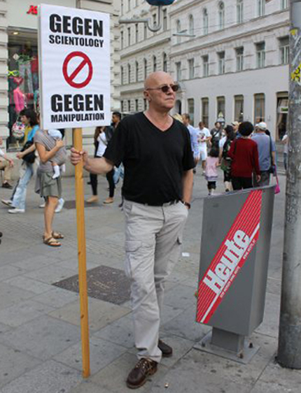 Demo gegen Scientology - Wilfried Handl